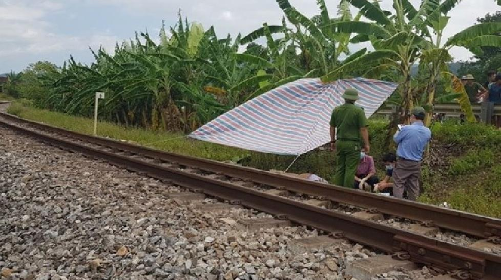 Nằm trên đường sắt, nam thanh niên bị tàu cán tử vong