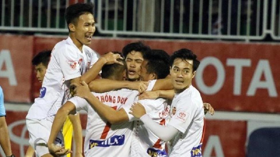 HLV Phan Thanh Hùng tố trọng tài thiên vị HA Gia Lai