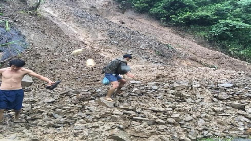 Sơn La: Bão số 4 gây sạt lở đất đá, tỉnh lộ 110 bị tê liệt