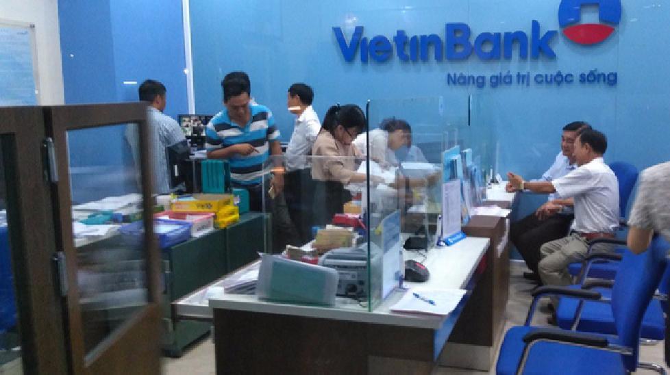 Truy lùng kẻ bịt khẩu trang xông vào ngân hàng cướp tiền ở Tiền Giang