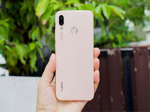 Trên tay Huawei Nova 3e Sakura Pink: hồng nhẹ nhàng, không quá bóng bẩy