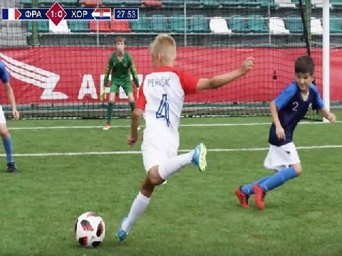 Đội bóng nhí tái hiện hoàn hảo trận chung kết World Cup 2018