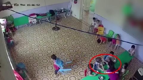 Cho thôi việc cô giáo nhồi thức ăn cho trẻ 2 tuổi rưỡi