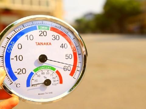 Hà Nội nóng gần 60°C, sống làm sao hỡi trời?!