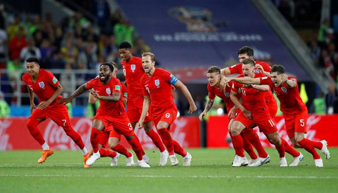Harry Kane và các đồng đội vào tứ kết sau loạt đấu súng với Colombia. Ảnh: AP.