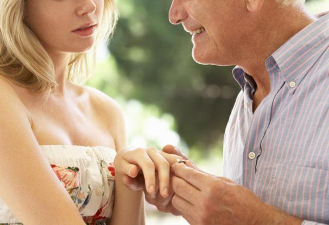 Khoe tình yêu đẹp như mơ với người 46 tuổi đã qua 1 đời vợ, cô gái 24 tuổi nhận được phản hồi bất ngờ - Ảnh 3.