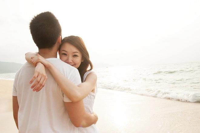 Khoe tình yêu đẹp như mơ với người 46 tuổi đã qua 1 đời vợ, cô gái 24 tuổi nhận được phản hồi bất ngờ - Ảnh 1.