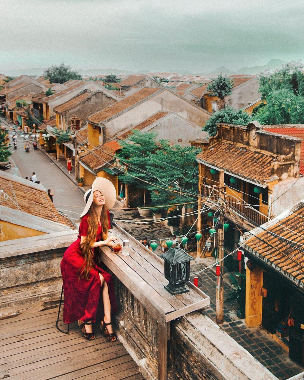 'Hot girl toc may' goc Viet xinh dep dang co mat o Hoi An hinh anh 2