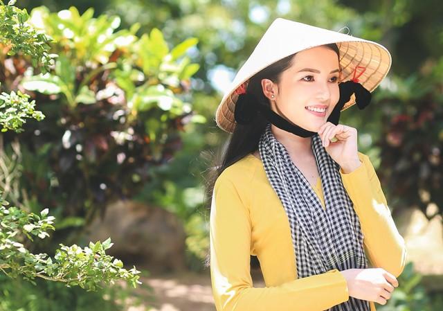 Hoa khôi Huỳnh Thúy Vi dịu dàng với khăn rằn, áo bà ba.