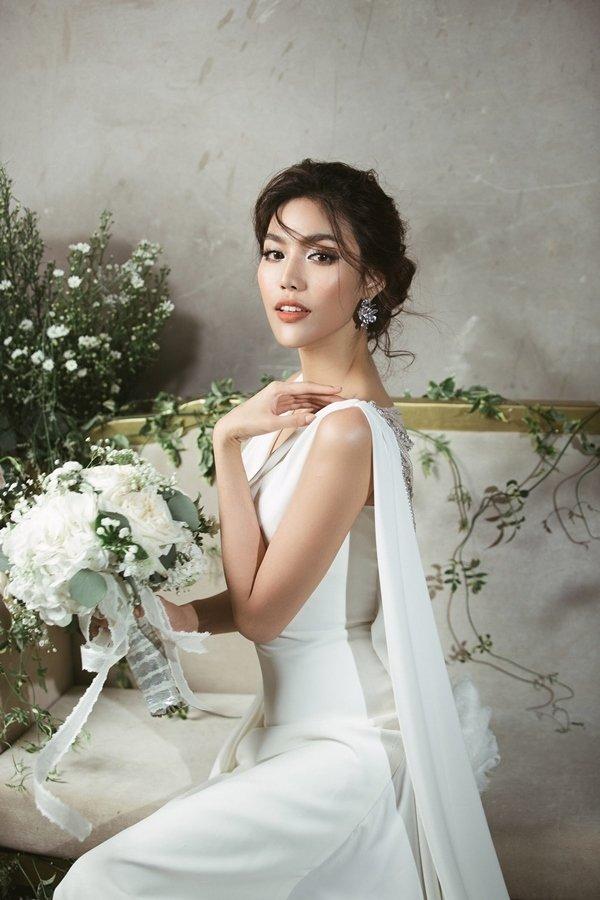 Trước ngày lên xe hoa, Lan Khuê hé lộ 3 váy cưới