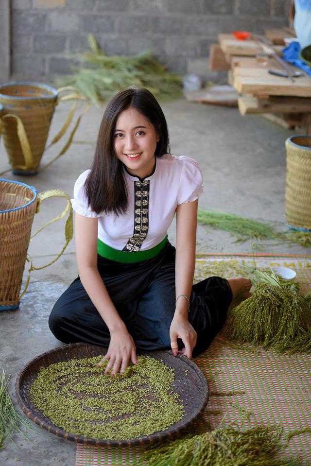 Hình ảnh Trần Thu Trang mặc trang phục dân tộc Thái được chia sẻ và tìm kiếm khá nhiều trên mạng xã hội