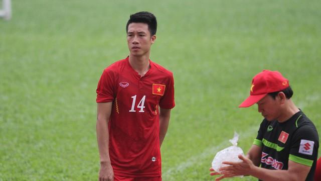 Sự trở lại của Huy Hùng sẽ gia tăng sự chắc chắn cho tuyến giữa của đội tuyển Việt Nam (ảnh: Trọng Vũ)