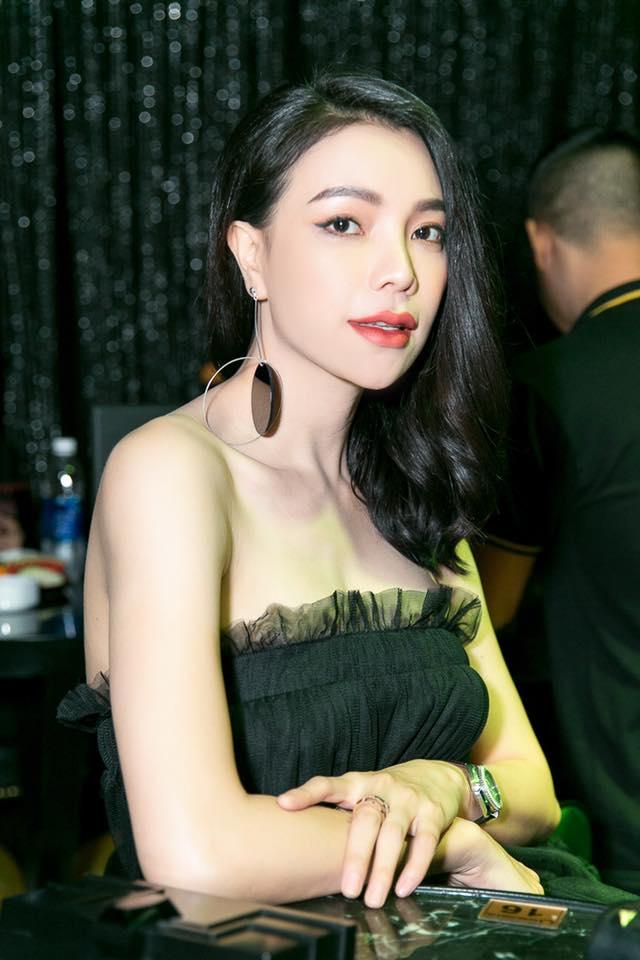 Cô là gương mặt được rất nhiều event lựa chọn bởi mặt xinh, dáng chuẩn.