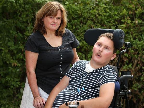 Katie Ballard, mẹ của Sam, nói rằng mình không đổ lỗi cho các bạn của con trai