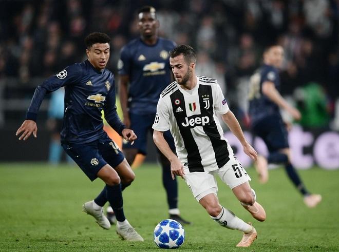 Juventus kiểm soát thế trận nhờ sự cơ động từ Pjanic.