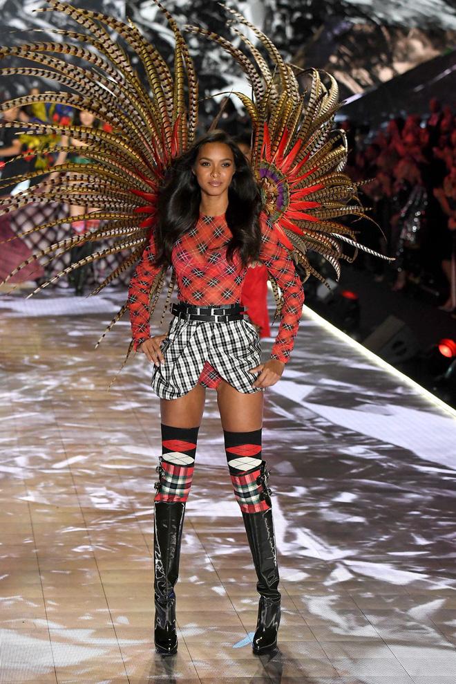 HOT: Chiêm ngưỡng những hình ảnh mãn nhãn của Victoria's Secret Fashion Show 2018 - Ảnh 17.