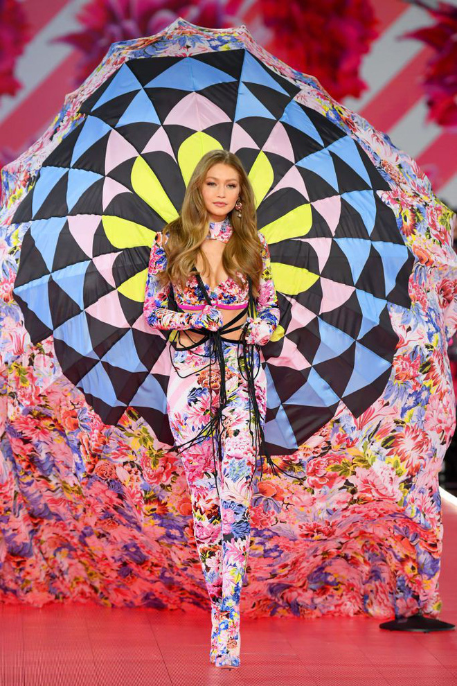 HOT: Chiêm ngưỡng những hình ảnh mãn nhãn của Victoria's Secret Fashion Show 2018 - Ảnh 23.