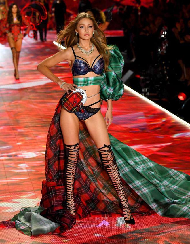 HOT: Chiêm ngưỡng những hình ảnh mãn nhãn của Victoria's Secret Fashion Show 2018 - Ảnh 6.
