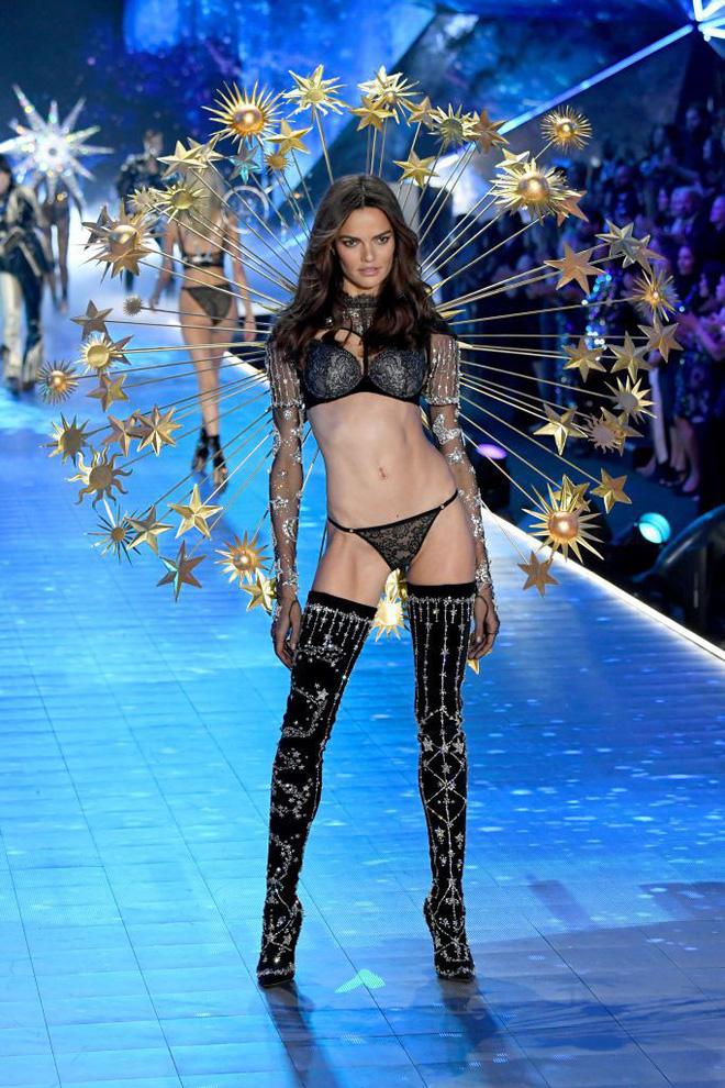 HOT: Chiêm ngưỡng những hình ảnh mãn nhãn của Victoria's Secret Fashion Show 2018 - Ảnh 11.