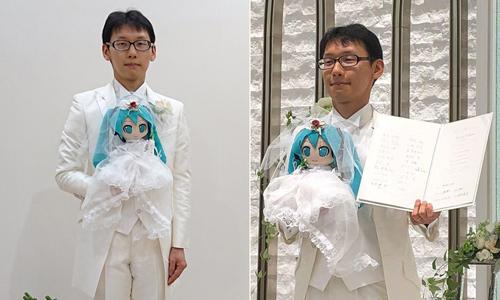 Akihiko và Miku trong lễ kết hôn ở nhà riêng. Ảnh: Twitter.