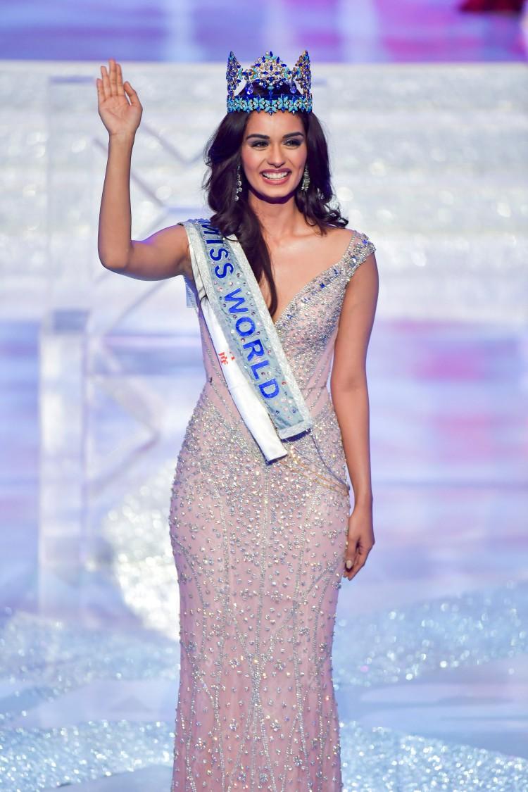 Năm 2017, Manushi Chhillar đăng quang Miss World 2017… lại là một bô màu váy màu hồng không có một chút khuyết điểm.