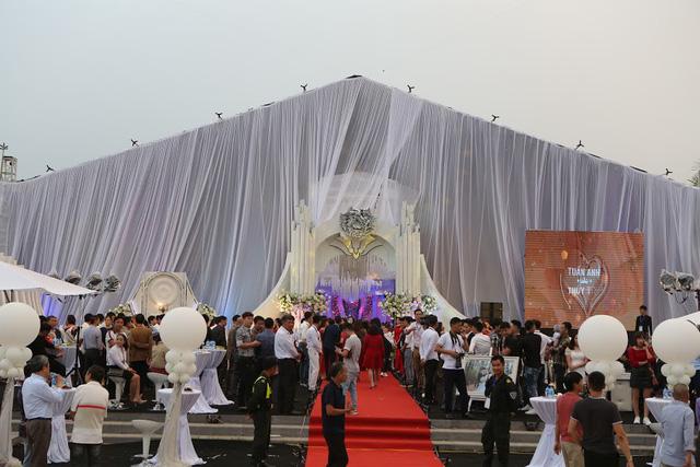 Tổng chi phí tổ chức, trang trí đám cưới vào khoảng 5 tỷ đồng