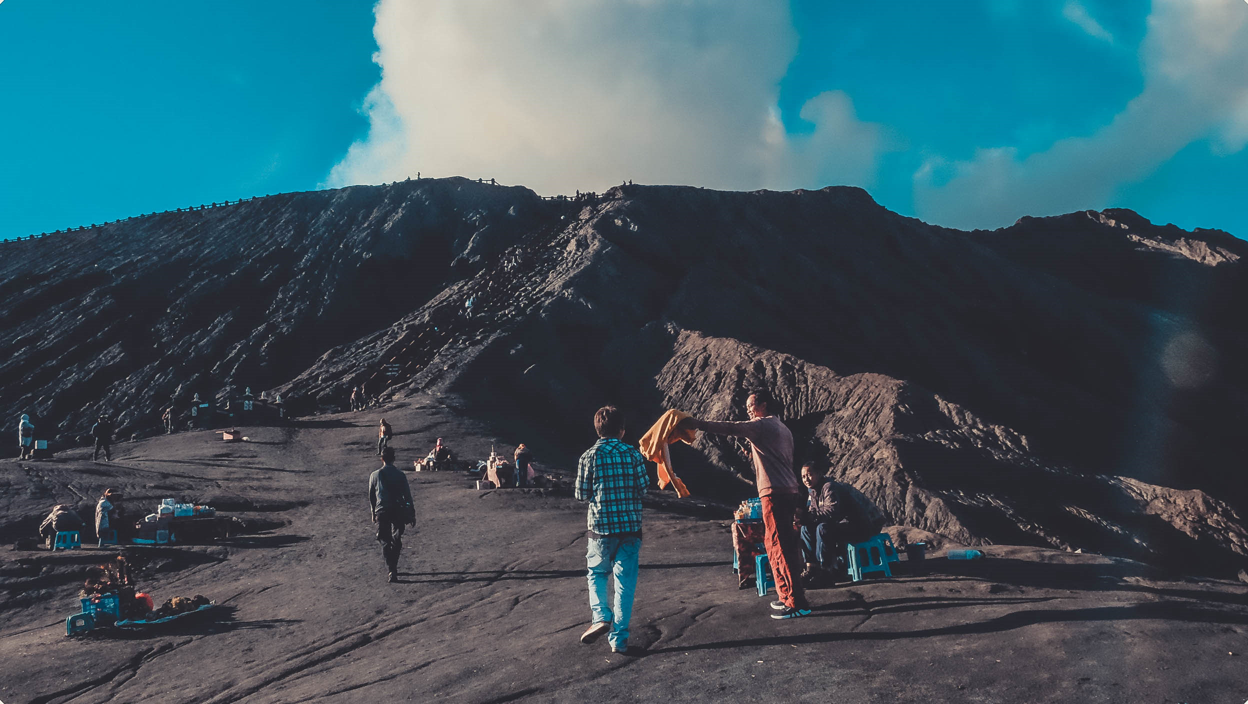 Den Indonesia, cham chan toi mieng nui lua Bromo hinh anh 17