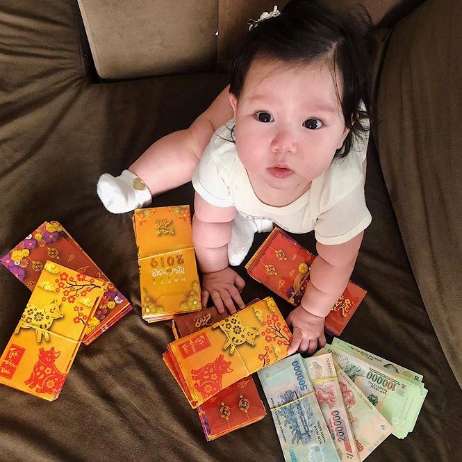 Sao Việt gói bánh, làm mứt, trang hoàng nhà cửa đón Tết Kỷ Hợi - ảnh 9