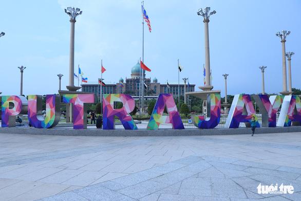 Indonesia dời thủ đô vì kẹt xe gây nhiều thiệt hại - Ảnh 2.
