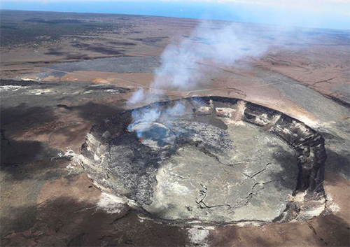 [Caption]erflow of a lava lake in Kilauea Volcano in Hawaii Volcanoes National Park on Hawaiis Big Island, April 23, 2018.Dozens of earthquakes rattled the area as magma flowed into a new area east of the Puu Ōō vent.CREDIT:U.S. Gelological Survey via AP