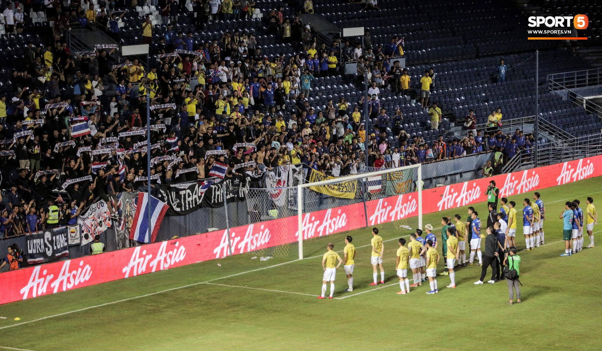 Hài hước: Tiền vệ tuyển Việt Nam bị trọng tài xin lại bụng bầu sau màn ăn mừng kinh điển - Ảnh 14.