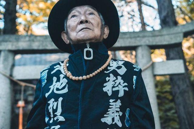 Dân mạng lên cơn sốt với cụ ông 84 tuổi mặc chất hơn cả thanh niên - 1