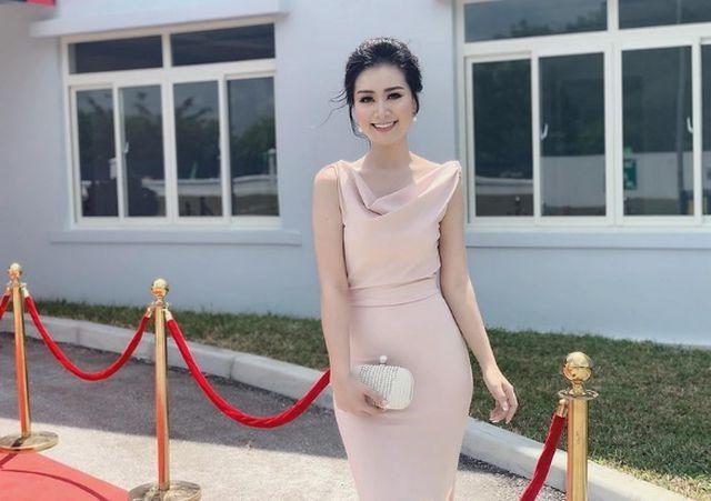 """Chân dung nữ giám thị xinh đẹp """"hot"""" nhất kỳ thi THPT quốc gia 2019 - 7"""