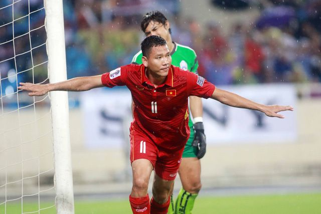 U22 Việt Nam sẽ bổ sung cầu thủ quá tuổi nào tại SEA Games 30? - 1