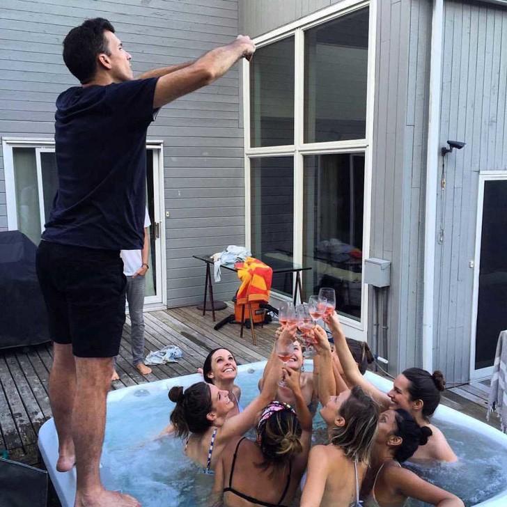 Những bức ảnh selfie bất chấp cho chúng ta thấy mạng xã hội đã chi phối và thao túng chúng ta như thế nào - Ảnh 11.