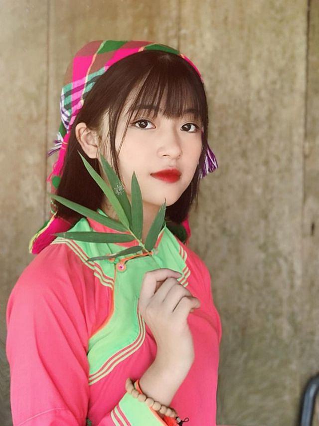 Xao xuyến nét đẹp trong sáng của cô gái dân tộc Giáy - Hình 1