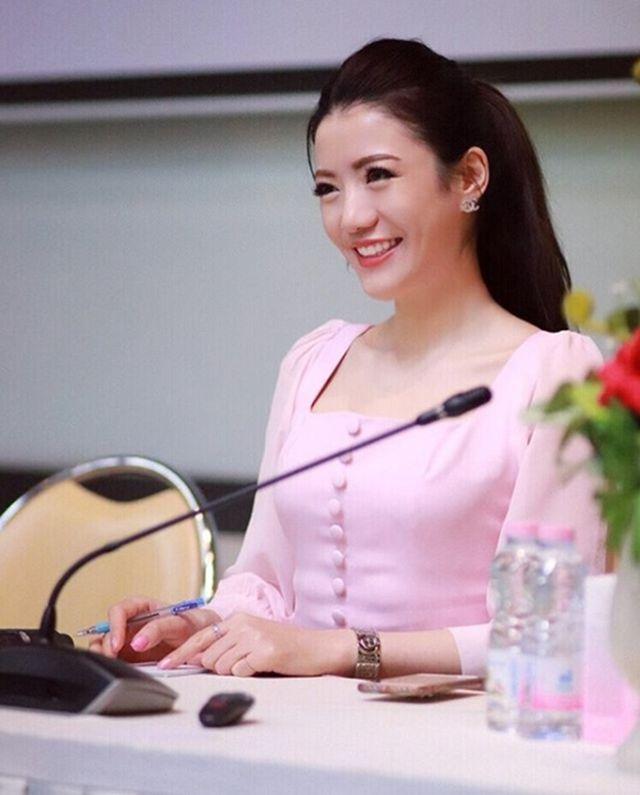 Cô giáo kiêm tiếp viên hàng không hot nhất Thái Lan đẹp nhờ chăm sóc kỳ công - 4