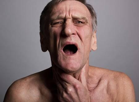 Dị vật mắc trong cổ họng suốt 8 ngày, lôi ra mới biết sự thật kinh khủng - 1