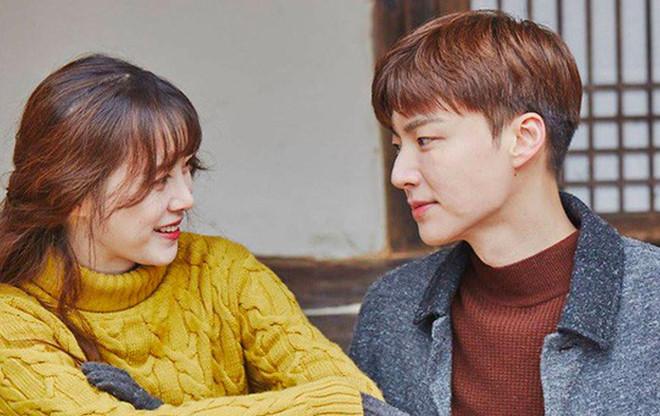 Goo Hye Sun to chong tre thuong say xin va noi chuyen voi nhieu phu nu hinh anh 1