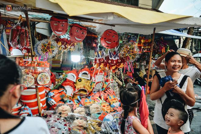 """Tiểu thương chợ Trung thu truyền thống Hà Nội đồng loạt treo biển """"Không chụp ảnh, hãy là người có văn hoá!"""" - Ảnh 3."""