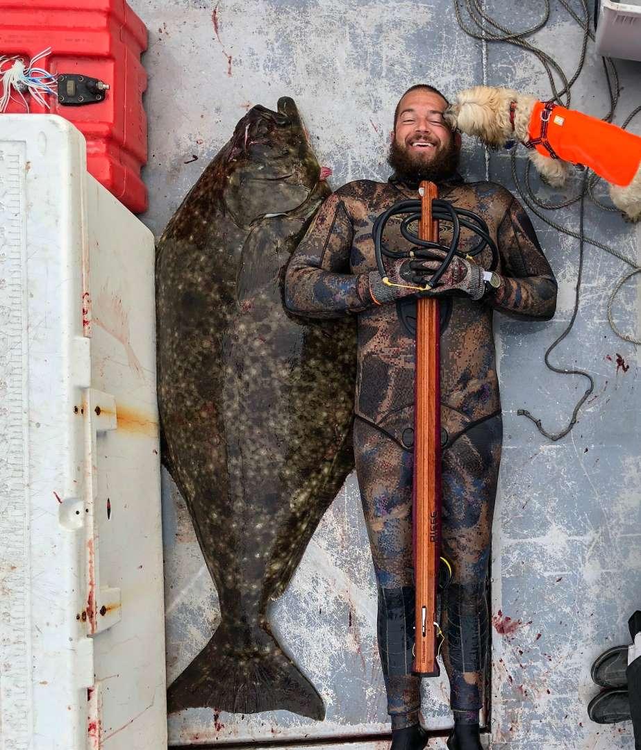 Thợ lặn câu được thủy quái có kích thước siêu to, khổng lồ ở Mỹ - 2