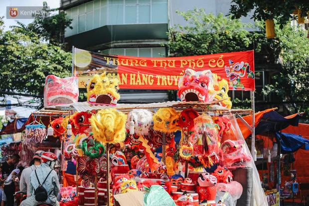 Tiểu thương chợ Trung thu truyền thống Hà Nội đồng loạt treo biển Không chụp ảnh, hãy là người có văn hoá! - Ảnh 2.