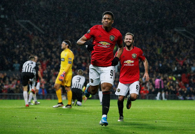 Thang Partizan 3-0, MU vao vong knock-out Europa League som 2 luot hinh anh 1